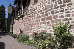 Stadtmauer am Fluss in Eberbach