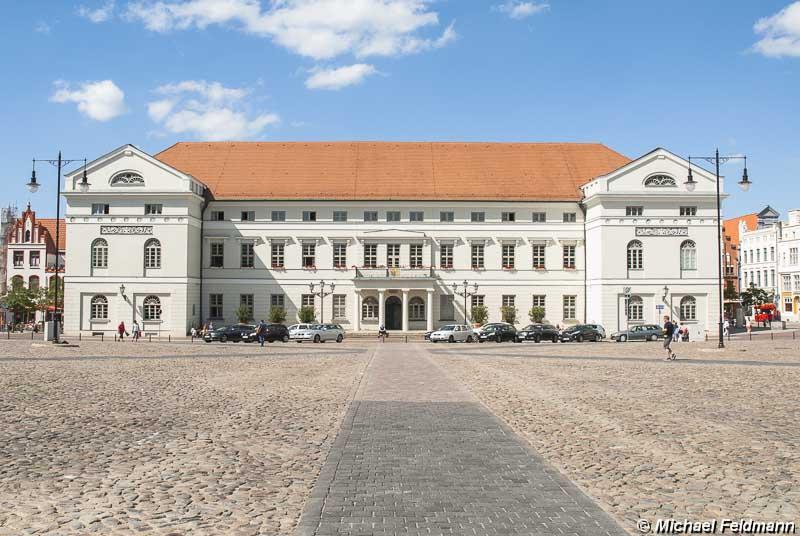 Marktplatz Mit Rathaus In Wismar